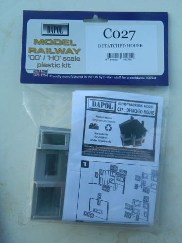 Dapol C027 OO Detached House Plastic Kit