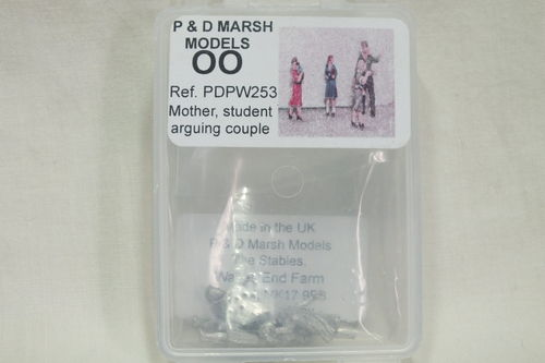 PW253 1:76/OO Mother with Infant, Student & Arguing Couple White Metal Kit