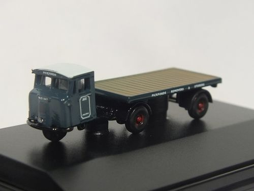 NMH007 N Gauge Mechanical Horse with Flatbed Trailer - Pickfords