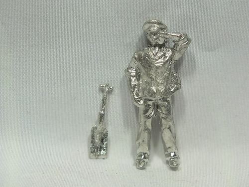 FF100 O Gauge Fireman with Shovel Mopping Brow - Unpainted