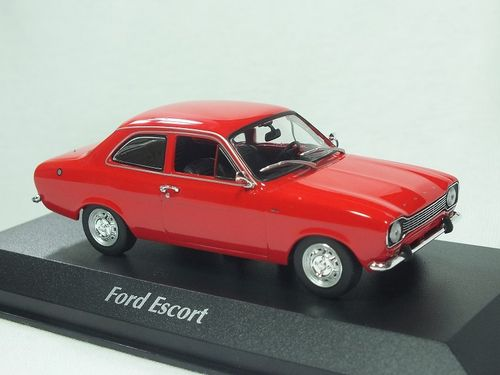 940081001 Maxichamps 1/43 Ford Escort 1974 - Red